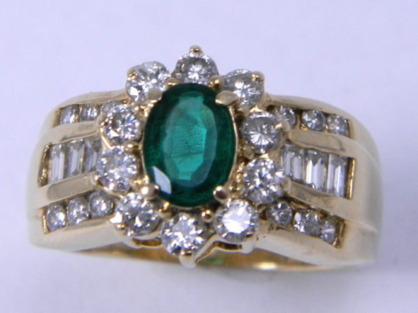 Ladies_1carat_Emerald_and_Diamond_Gold_Ring